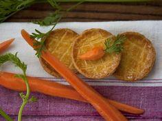 Kleine Küchlein (Pies) mit Karotten und Hackfleisch gefüllt ist ein Rezept mit frischen Zutaten aus der Kategorie Pie. Probieren Sie dieses und weitere Rezepte von EAT SMARTER!