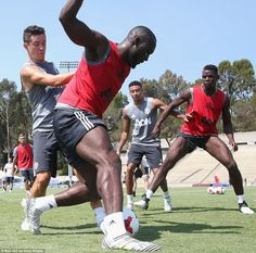 Lukaku holds off a challenge from Spanish midfielder Ander Herrera as Jesse Lingard and Paul Pogba watch on Cr7 Messi, Neymar, Soccer News, Sports News, Football Soccer, Jesse Lingard, Sports Fanatics, Fc B, The Future Is Now