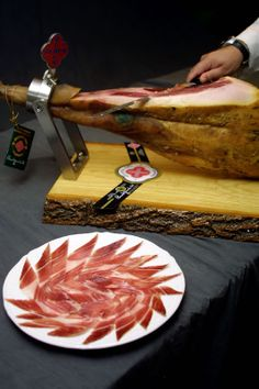 Acorn iberico ham, Beher, from Guijuelo Portuguese Food, Portuguese Recipes, Spanish Food, Charcuterie, Acorn, Deli, Ham, Bucket, French
