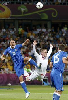 Wayne Rooney is flying. England vs Italy 0:0 (2:4 pen.)