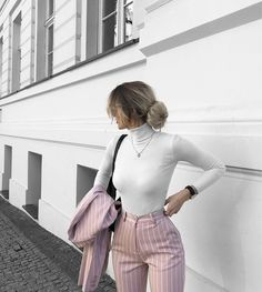 Simple Summer to Spring Outfits to Try in 2019 – Prettyinso Business Casual Outfits, Professional Outfits, Classy Outfits, Trendy Outfits, Sporty Outfits, Young Professional Clothes, Feminine Fall Outfits, Sporty Dresses, Cute Office Outfits