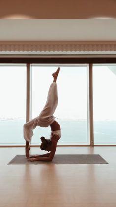 Yoga Photos, Yoga Pictures, Yoga Inspiration, Balance Yoga, Dangerous Sports, Partner Yoga, Yoga Posen, Sport Gymnastics, Yoga Teacher Training