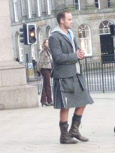 modern kilt in Edinburgh, embrace tradition! Kilt Skirt, Man Skirt, Mode Alternative, Alternative Fashion, Cheap Kilts, Kilts For Sale, Scotland Kilt, Modern Kilts, Scottish Kilts