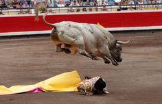 José Garrido, en el sexto toro que esperó a puerta gayola.