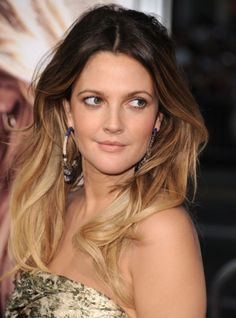 Drew Barrymore looks fabulous with her gorgeous long feathered ombre hairstyle going from a dark to a light brown.