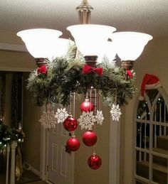 25 Glamour Christmas Chandelier Ideas for Your Home Decoration- - chandeliers. - 25 Glamour Christmas Chandelier Ideas for Your Home Decoration- – chandeliers. Christmas Chandelier Decor, Noel Christmas, Outdoor Christmas Decorations, Christmas Projects, Christmas Wreaths, Chandelier Ideas, Elegant Christmas, Christmas Ideas, Christmas Bathroom Decor