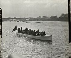 Oxford & Cambridge Boat Race at Putney Bridge, c. 1910