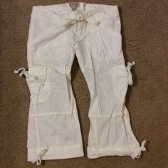 Valentine's Day SaleHollister cargo capris Hollister white x-small cargo capris. No stains or holes. Used. Hollister Pants