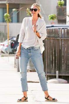 Maria Sharapova shows long legs in Boyfriend Jeans! (PICS INSIDE)
