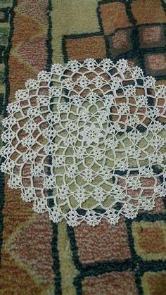 Lace Kitchen Set Table Cloth Models Source by mecesdes Next Previous Lace Kitchen Set Models Lace Kitchen Set Models . Crochet Doily Rug, Crochet Doily Diagram, Crochet Dollies, Crochet Lace Edging, Crochet Doily Patterns, Unique Crochet, Crochet Art, Crochet Crafts, Crochet Flowers