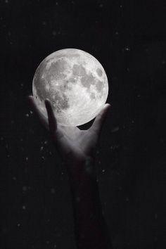 BLACK AND WHITE DARK FINGERS GLOW HAND HOLD MOON STARS #blackandwhite #dark #fingers #glow #hand #hold #moon #stars