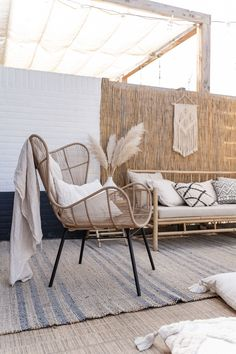 Small Balcony Design, Terrace Design, Living Room Sets, Living Spaces, Ibiza Style Interior, Interior Balcony, Balinese Decor, Beach Furniture, Ibiza Fashion