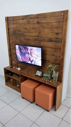 Arrangement of the wood pallet planks is brilliantly done in this artistic creation of wood pallet media table design. It is a perfect furniture option for your house lounge or the living room areas. It has been all settled with the divisions of the cabinets in bottom portion of the project.
