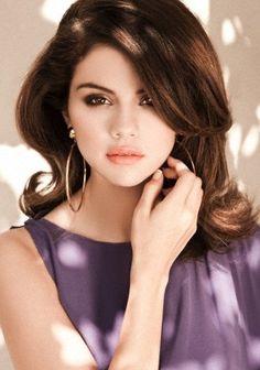 Selena Gomez - I have a warm fuzzy spot in my heart for this girl. Selena Gomez Fashion, Selena Gomez Photoshoot, Selena Gomez Fotos, Selena Gomez Pictures, Selena Gomez Style, Selena Gomz, Alex Russo, Divas, Girl Pose