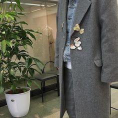 展示会初日無事終了です 平日なのにたくさんの方々にお越し頂き本当に感謝感激です このチェスターコートはメンズも着れます 色々実際に手にとって着て頂ければと思います 明日もお待ちしております  美竹画廊 東京都渋谷区1-10-2 志水ビル2F 3/29(Tue.)-4/3(Sun.) 11:00-20:00 最終日は19:00までとなります どなたでもお越し頂けます  #kotohayokozawa by kotohayokozawa