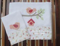 Fralda personalizada 70x70cm e paninho de boca 35x35cm com aplicação e barrado em tecido 100% algodão.