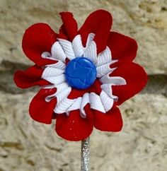 Adorable ric-rac flowers. I'd wear these as pins. at home, ricrac flower, little red, blue flowers, craft idea, flower tutorial, blog, blues, vicki howel