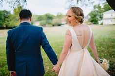 Real Weddings: Meet Leslie | Gown: Carol Hannah custom (Azurite Bodice and Mulberry Skirt) | Photography: Zac Wolf Photography | Venue: Endicott Estate