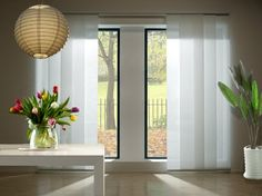 Modern and beautiful decoration with japanese panels, an alternative to normal curtains. How to install sliding panels Decor, Panel Curtains, House Styles, Home Decor, Curtains, Blinds For Windows, Home Renovation, Sliding Glass Door Curtains, Paneling