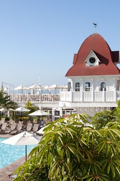 Experience some of the most extraordinary and scenic landmarks on a tour of San Diego's exemplary hotels and posh beach communities. Recapture the grandeur of a bygone era at the celebrated Hotel del Coronado, a famed property across the bay that has captivated Hollywood celebrities and esteemed travelers since it was established in 1888.