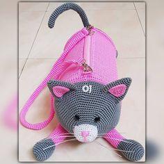 Crochet Amigurumi, Crochet Toys, Free Crochet, Knit Crochet, Crochet Backpack, Backpack Pattern, Kids Knitting Patterns, Crochet Patterns, Animal Bag