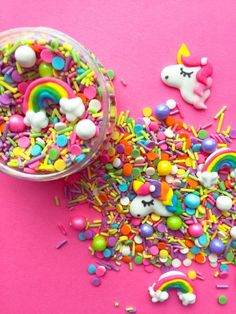 These fun edible sprinkles are perfect for a unicorn themed birthday party! Unicorn Sprinkles, Fancy Sprinkles, Rainbow Sprinkles, Sprinkles Recipe, Rainbow Unicorn, Unicorn Party, Unicorn Birthday, Sprinkle Party, Unicorn Invitations