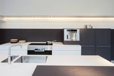 bulthaup kitchen design. Projects by bulthaup showrooms all around the world. Want a kitchen like that? www.bulthaupsf.com #Design #Kitchen #Living #BulthaupSF