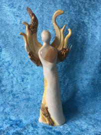Lemurische engel van de Verlichtingsstraal met Golden Healer, Kwartspunten met coderingen, en Tangerine Aura Kwarts