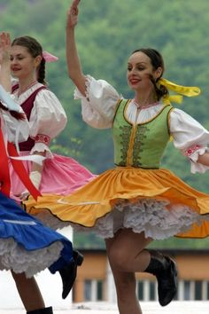 Kroje a tak : Photo Julie Bell, Bratislava, Ukraine, Clogs Outfit, Central And Eastern Europe, Folk Dance, Beautiful Costumes, Exhibition, Folklore