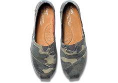 Washed Camo Canvas Women's Classics // hit that road in these bad boys!