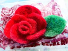 Beatifull rose Felt work, Wool, brooch or pin hair. Hand made felted Perfect gift. Beautiful Flowers Garden, Beautiful Gardens, Gifts For Friends, Hair Clips, Maya, Vintage Fashion, Felt, Wool, Birthday