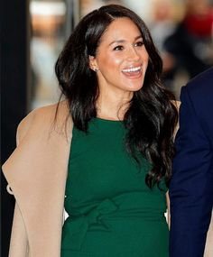 The Duchess of Sussex attends the WellChild awards at Royal Lancaster Hotel in London, England. Princess Meghan, Prince Harry And Meghan, Prinz Harry Meghan Markle, Dark Blue Suit, Blue Suits, Sussex, Engagement Dresses, Engagement Tips, Future Maman