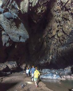 A breathtaking sight of Dark cave. Check out our Abandoned valley one day tour. Link in bio ! . . . #jungleboss#phongnha#gooutside#cavingadventure#onedaytour#trekking#backpacking#easytiger#hanoi #vietnam#phongnhanationalpark#climbing#sharprocks#lovetotravel#cavephotography#southestasia#