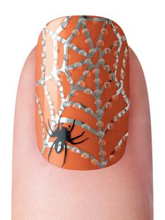 Art Spiderweb nail art for Halloween nails Get Nails, Fancy Nails, Love Nails, How To Do Nails, Hair And Nails, Pretty Nails, Nail Art Halloween, Creepy Halloween Makeup, Holiday Nail Art