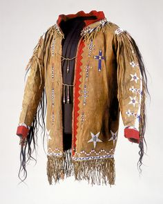 Chaticksi (Pawnee) coat belonging to Lone Wolf, ca. 1910. Oklahoma. Hair locks, sweetgrass, seed beads, feathers, horn, porcupine quills, pigment, wool cloth, cotton cloth, hide, and sinew. Photograph by Katherine Fogden, NMAI.