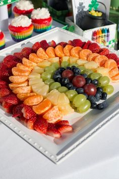 Fruit Tray Ideas For Kids St Patrick Ideas Rainbow Fruit Platters, Party Food Platters, Party Trays, Food Trays, Fruit Tables, Fruit Buffet, Fruit Dishes, Comida Picnic, Fruit Decorations