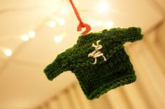 2 Christmas sweater ornaments by Walnuttreebuttons on Etsy, €2.00