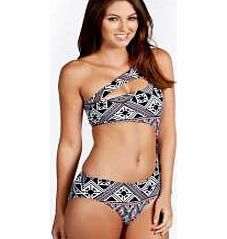 boohoo Cuba Monochrome Triangle Cut Work Swimsuit - Bagging yourself a bad ass bikini is the secret to feeling body beautiful at the beach. Whether you prefer triangle or bandeau, high waisted or hipster, we've got swimwear styles to flatter every figu http://www.comparestoreprices.co.uk/swimsuits/boohoo-cuba-monochrome-triangle-cut-work-swimsuit-.asp