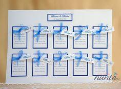 Lista cu asezarea invitatilor la mese Blue Ribbons. O lista eleganta, cu design creativ, decorata cu fundite din organza de culoare albastra.