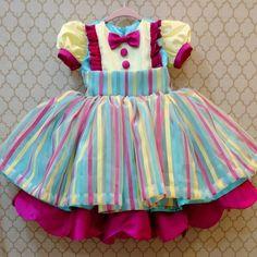 Uma palhacinha incrivelmente linda! Para uma princesinha brilhar na sua festa Circo ! #festacirco #festacircorosa #circomenina #festacircomenina #vestidodeprincesa