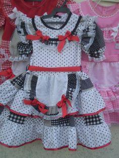 Vestido festa junina preto e branco Dress Anak, Country Dresses, 4 Kids, Crochet Baby, Little Girls, Girl Outfits, Rompers, Sewing, Square Dance