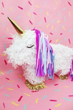 DIY Einhorn Piñata selber machen – Einfache DIY Idee für deine nächste Party! Yayyy ich liebe Piñatas, und ihr? Heute zeige ich euch eine ganz einfache DIY Piñata, die super schnell gemacht ist und sich toll auf eurer nächsten Party als Deko macht! Selbstverständlich müsst ihr kein Einhorn machen, die Piñata könnt ihr auch mit einer anderen Form (Donut, Melone, Schultüte) selber machen.