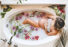 Milk Bath Photography | Maternity Photo Ideas and Inspiration