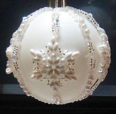 Beaded snowflake ornament (no info) Christmas Ornaments To Make, Handmade Christmas, Christmas Crafts, Felt Christmas, Christmas Decorations, Beaded Ornament Covers, Beaded Ornaments, Beaded Snowflake, Diy Ornaments