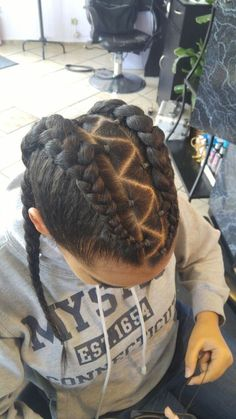 trenzas cabello chino curly hair look ideas baid African Hairstyles, Trendy Hairstyles, Braided Hairstyles, Flower Hairstyles, Braids For Kids, Girls Braids, Natural Hair Styles, Long Hair Styles, Kid Braid Styles