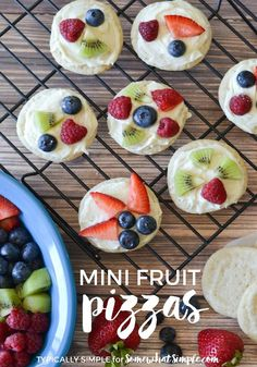 These mini fruit pizzas are a simple and oh-so-delicious summer treat! An easy dessert recipe that you can make with the kids!