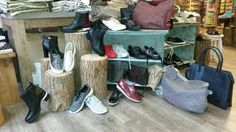 Nieuwe collectie schoenen en handtassen zijn weer binnen!