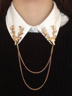 Sweater Ladies black and white shirt and gold jewelry accessory - Damenmode - Juwelen Mode Outfits, Fashion Outfits, Womens Fashion, Fashion Ideas, Collar Clips, Collar Chain, Collar Necklace, Slave Collar, Button Necklace
