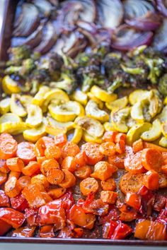 Rainbow Roasted Vegetables are the perfect way to enjoy eating healthy, colorful vegetables for adults and kids! Makes a perfect side for quick meals or dinner parties where you want to impress! Roasted Vegetable Recipes, Roasted Vegetables, Veggie Tray, Vegetable Side Dishes, Side Recipes, Easy Dinner Recipes, Dinner Ideas, Dessert Recipes, Healthy Meal Prep