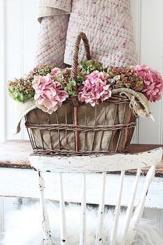 You can`t use up CREATIVITY. Beautiful Flower Arrangements, Floral Arrangements, Vibeke Design, Pink Hydrangea, Hydrangeas, Deco Floral, Shabby Flowers, Quilted Bedspreads, Vintage Farm